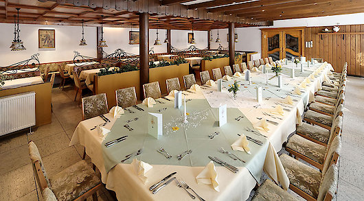 großer Saal im Hotel in Bayern